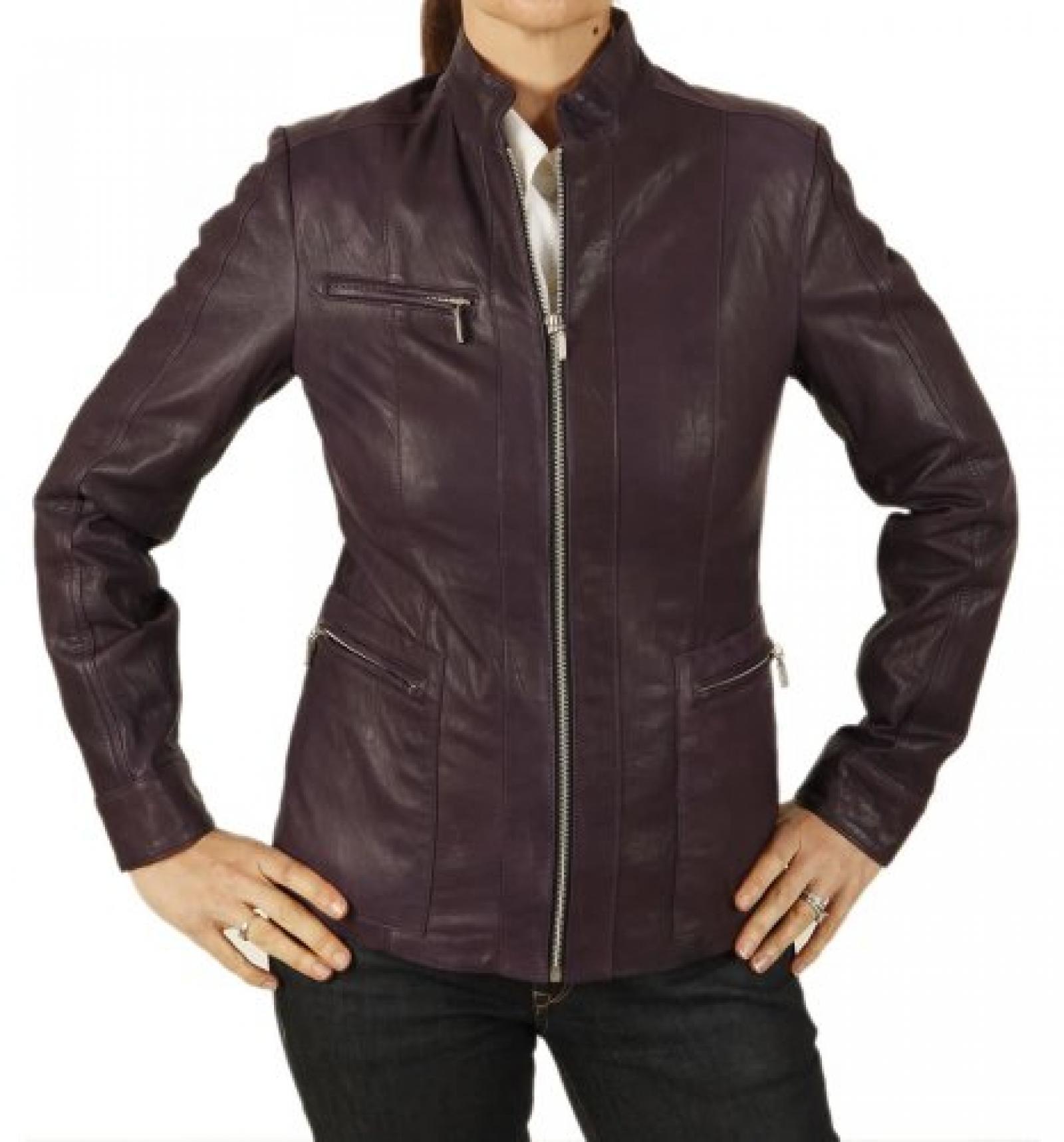 Auberginefarbene Lederjacke mit Reißverschluss und Knitter-Verarbeitung für die Frau